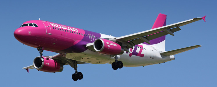 PRAGUE, CZECH REPUBLIC - JULY 27: Wizz Air Airbus A320-232  lands at PRG Airport on JULY 27,2009. Wizz Air is a Hungarian low-cost airline.